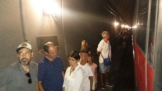 Frecciarossa bloccato per ore in galleria sulla Firenze-Bologna: passeggera ha malore