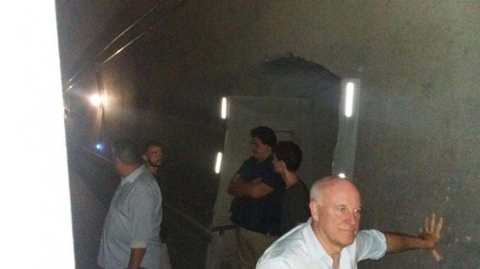 Firenze, Frecciarossa fermo in galleria: i passeggeri scendono sui binari