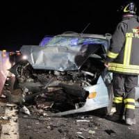 Pisa, imbocca la superstrada contromano e provoca incidente: muore a 81