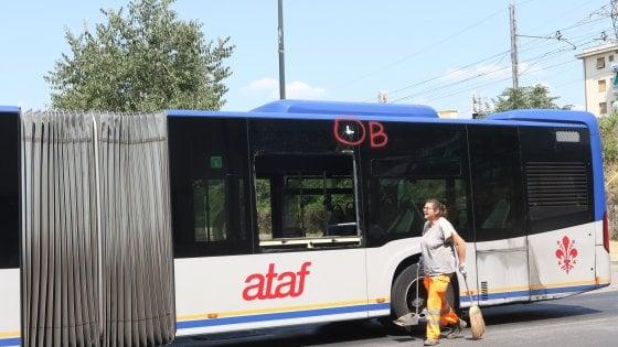 Firenze, biglia contro un autobus in via Baracca