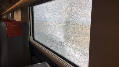 Vetro del Frecciarossa colpito da un oggetto sulla Firenze-Roma: paura tra i passeggeri