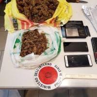 Firenze, coppia fermata con 756 grammi di marijuana nello zaino ( e la lista