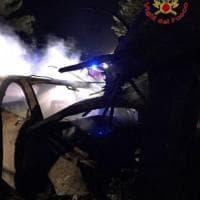 San Miniato, l'auto finisce contro l'albero e si incendia: muore carbonizzato