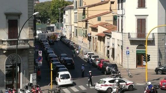 Firenze, paura in via Marconi Un controllo, parte colpo di pistola