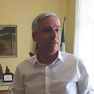 Viareggio, il sindaco va a cena in bermuda: ma viene cacciato dal ristorante