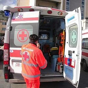 Firenze, acido solforico sul volto: uomo in codice rosso
