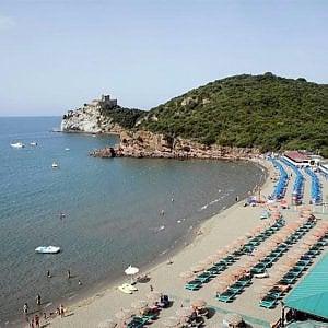 Castiglione della Pescaia, 50enne si tuffa in mare e scompare: trovato cadavere