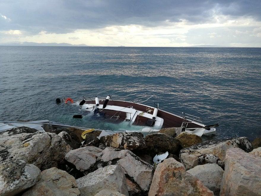 Grosseto, barca a vela contro la scogliera: nessun ferito