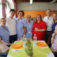 Nardella, Ferragosto con gli anziani: il sindaco pranza a Montedomini