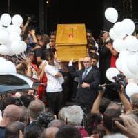 Scandicci, ai funerali di Niccolò più di duemila persone