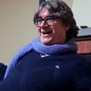 Pistoia, il prete porta i migranti in piscina, insulti su Facebook