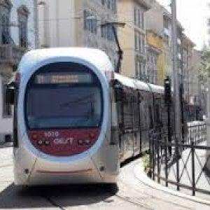 Scontro tra auto, bloccata la tramvia