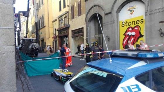 Lucca, precipitano da una gru: morti due operai