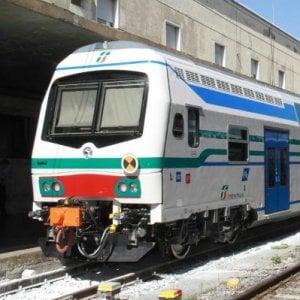 Pisa, attraversa i binari con le cuffie: travolto e ucciso dal treno