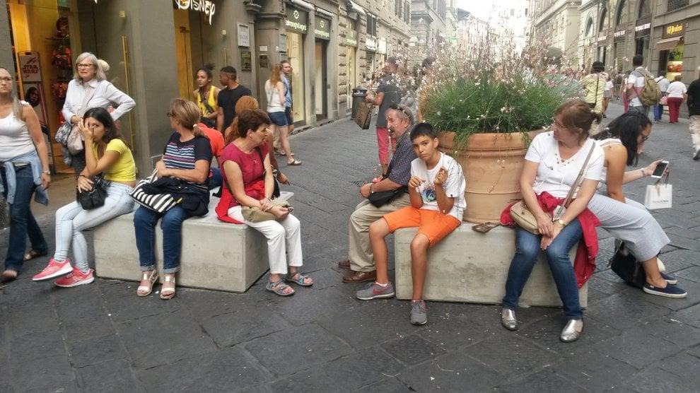 Firenze, in via Calzaiuoli arrivano i blocchi di cemento anti-Isis