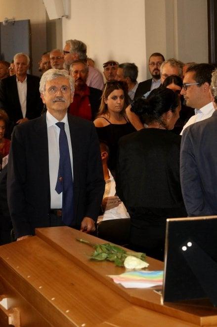 """A Firenze i funerali di Riccardo Conti. D'Alema: """"Perdo un compagno e un amico"""""""