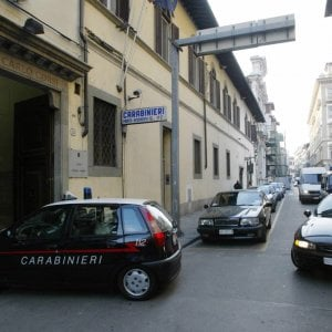 Lucca, arrestato sedicenne: aveva rubato cellulare e paghetta a due minorenni