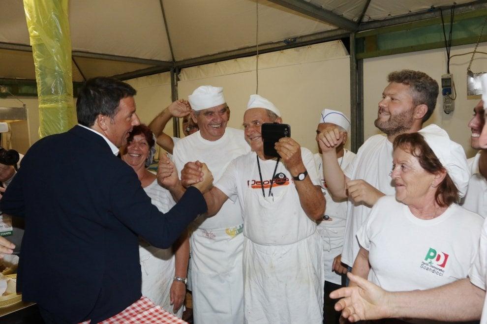 """Firenze, Renzi alla festa dell'Unità: """"C'è chi pensa al seggio, noi pensiamo ai posti di lavoro"""""""