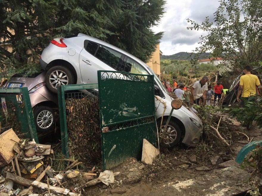 Livorno, gli Angeli del fango lavorano per ricostruire