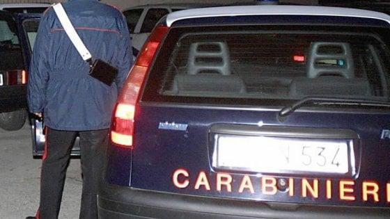 """Firenze, interrogato il secondo carabiniere. La ministra Pinotti: """"La sospensione non basta"""""""