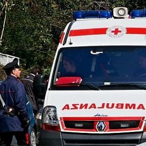Lucca, albero cade su un'auto: grave una donna