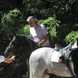Pisa, Bocelli cade da cavallo: in elicottero in ospedale