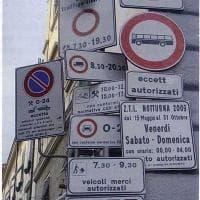 Firenze, un'accozzaglia di cartelli fa scandalo sul web. Ma è un fotomontaggio per attaccare Palazzo Vecchio