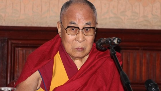 Firenze, torna dopo 20 anni il Dalai Lama: in 6mila al Mandela Forum