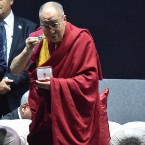 """Firenze, in migliaia per il Dalai Lama: """"Siamo tutti uguali, siamo tutti umani"""""""