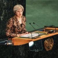 Brexit, Theresa May a FIrenze per il discorso dell'addio: in città tiratori scelti e...