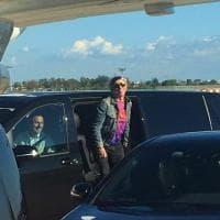 Pisa, l'arrivo dei Rolling Stones in aeroporto: sabato il concerto a Lucca