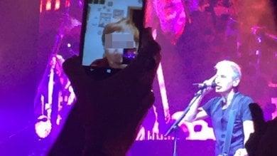 Io in platea, la signora da casa in videochiamata: così abbiamo visto insieme il concerto di Ligabue a Firenze