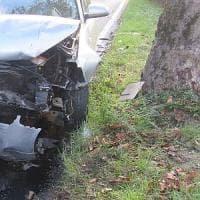 San Vincenzo, Porsche contro albero muore a 21 anni