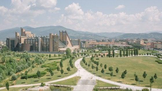 """""""Dintorni urbani"""", la Firenze che non ti aspetti raccontata da poeti e fotografi"""