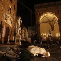 Urs Fischer, crolla una delle sculture di cera in piazza della Signoria