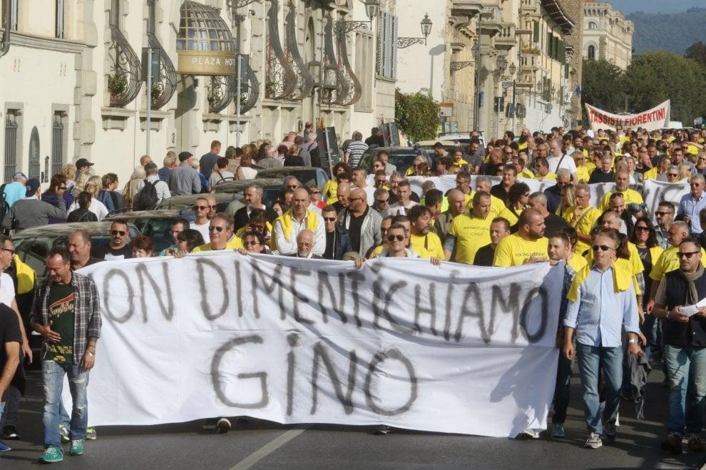 Firenze, centinaia al corteo per il tassista aggredito