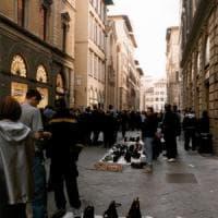 Comprare per strada  costerà caro: in arrivo multe fino a 500 euro