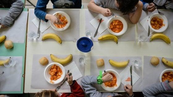 """Grosseto, cibo negato ai bambini """"morosi"""": la mensa scolastica per loro è vietata"""
