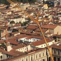 Una maxi gru per concludere i lavori a Santa Maria Nuova
