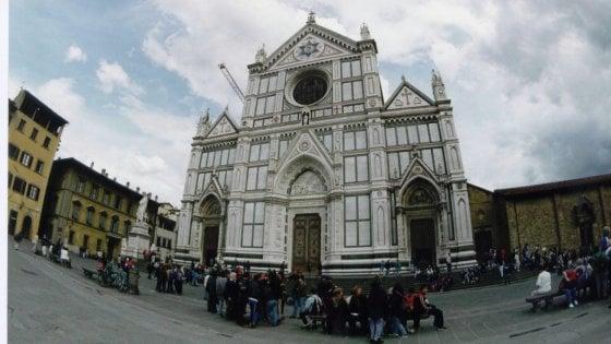 Firenze, crolla pezzo di capitello nella basilica di Santa Croce: un morto