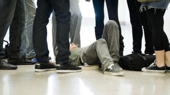 13enne down aggredito da tre bulli e difeso da compagno di classe