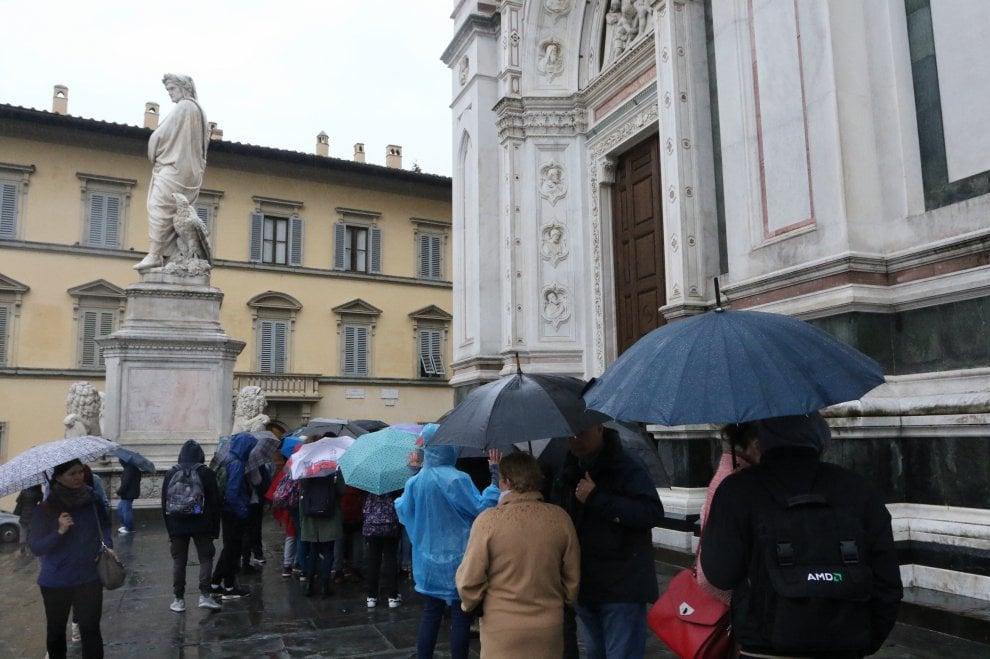 Riapre Santa Croce, folla di turisti