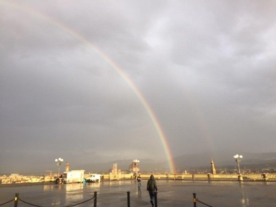 Firenze, il lunedì comincia con l'arcobaleno