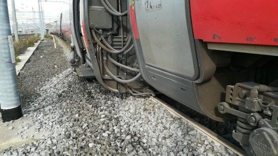 Paura a Firenze Castello, treno Freccia Argento svia dai binari