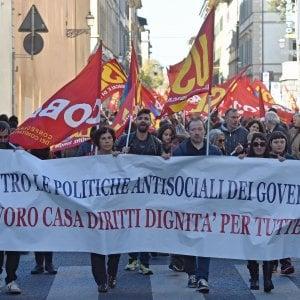 Sciopero dei trasporti, voli cancellati a Firenze e Pisa: a rischio bus e treni
