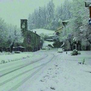 """Toscana, famiglie ancora al buio dopo il black out per il maltempo. Rossi: """"Scriverò a Enel"""""""