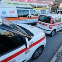 Auto tampona tir fermo sull'A11, muoiono due cinquantenni