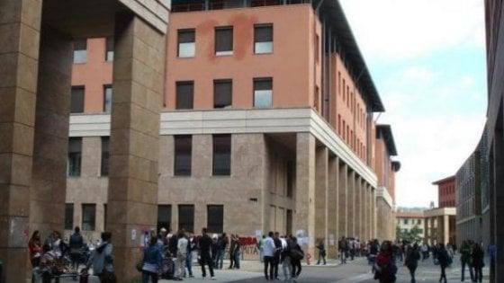 Firenze, un bus urta una centralina: in tilt i computer dell'Università