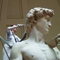 """Firenze, ordinanza antibagarini: """"Vietato usare l'immagine del David a fini commerciali"""""""