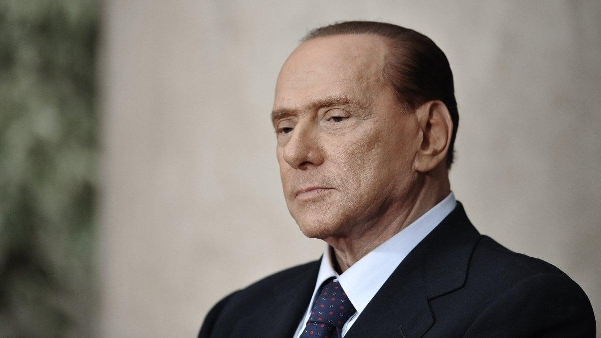 L'ex presidente del Consiglio Silvio Berlusconi è stato rinviato a
